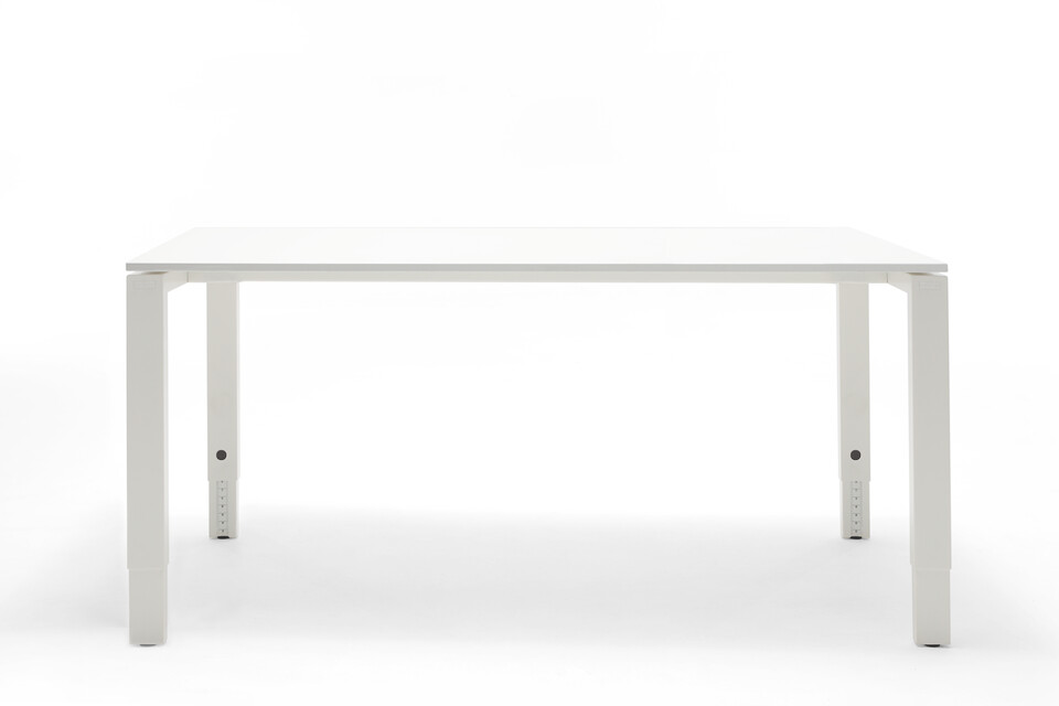 Gispen IC workstation with white frame and white tabletop height adjustable front view