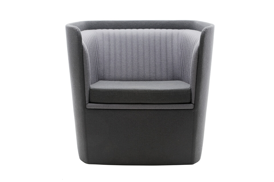 Gispen TST low armchair with seat in Divina 3 171 and back in Divina 3 181 front view