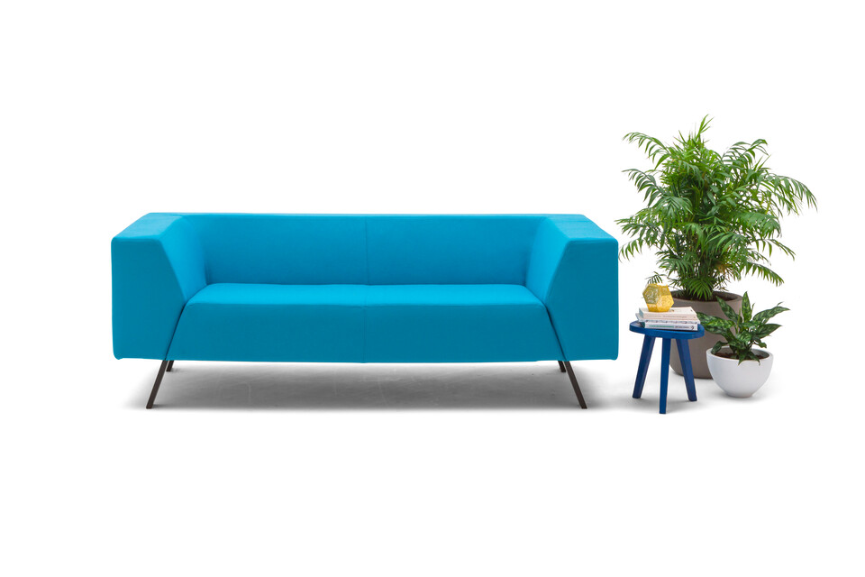 Gispen Sett CE Low 2 5 seat in divina 3 826 lightblue with plants front view