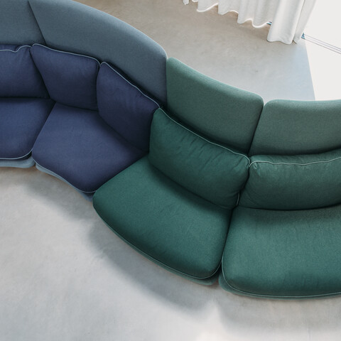 Royal Ahrend Embrace sofa upholstered in green and blue at HofmanDujardin office in Diemen EB012
