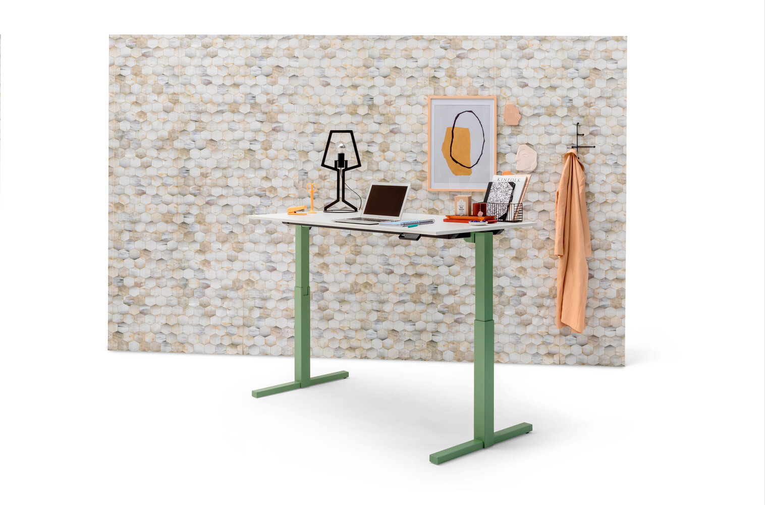 Gispen TMNL single workstation stand height in green and white tabletop with Zinn office chair in front of Beehive backpanel front left view
