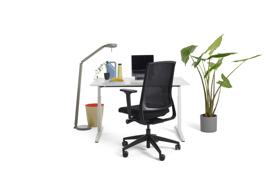 Gispen Home office HI desk in white with white tabletop and black Zinn Smart 20 office chair with 3D armrests and styling front view
