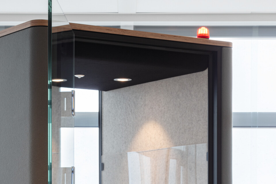 Royal Ahrend Inspiration Centre in Amsterdam call light detail SP14