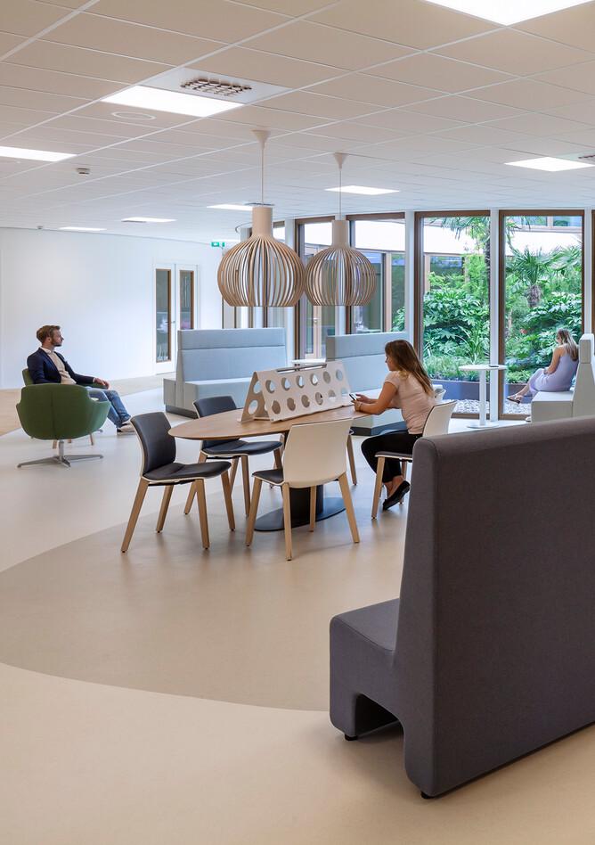 Royal Ahrend healthcare project interior view of Oogcentrum Noordholland in Heerhugowaard SB200615