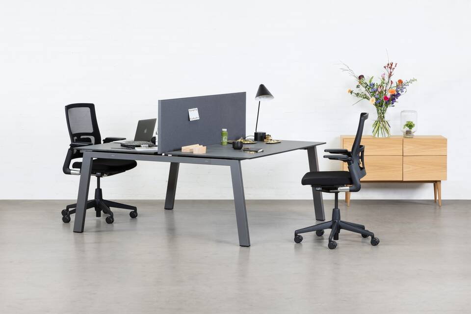 Royal Ahrend Balance 4 leg dual workstation in anthracite with charcoal tops and grey screen with black 2020 office chairs front left view