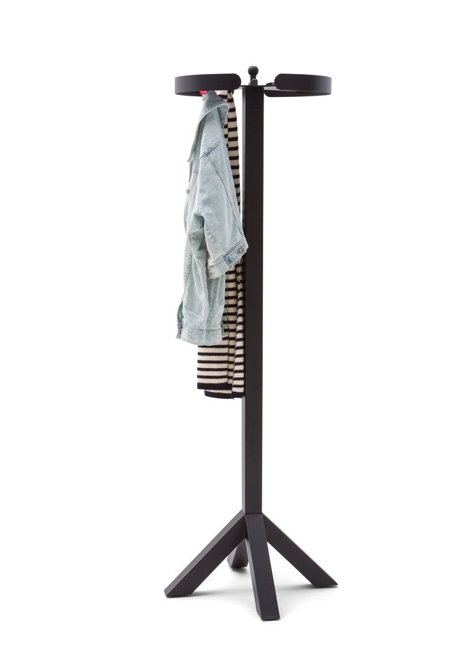 Gispen Dukdalf coat rack in black with coat front left view