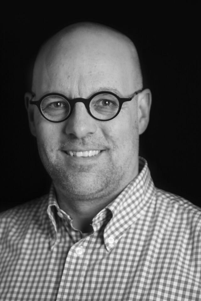 black and white portrait of Robbert de Jonge
