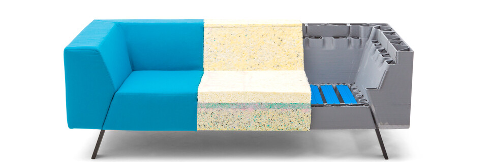 Gispen Sett CE Low 2 5 seat partly in divina 3 826 lightblue with foam and 3 visable springs front view