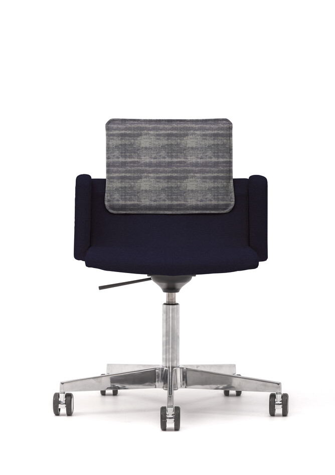 Gispen Triennial Work chair with armrests and seat in Hero 791 with back in Memory 156 front view