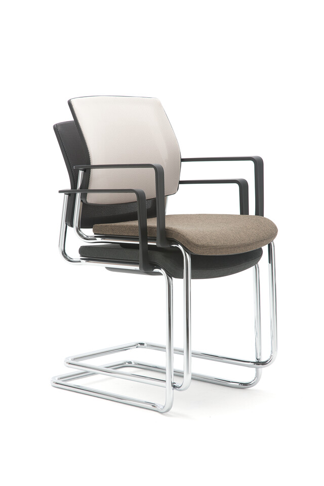Gispen Zinn 48A cantilever visitor chairs with armrests stacked front left view