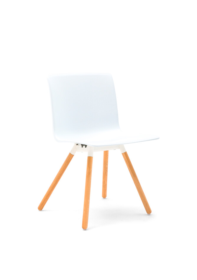 Gispen Nomi Wood chair with 012 soft white RAL 9010 frame and white shell front left view