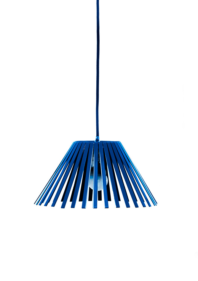 Gispen Ray medium pendant lamp in blue RAL 5002 front view