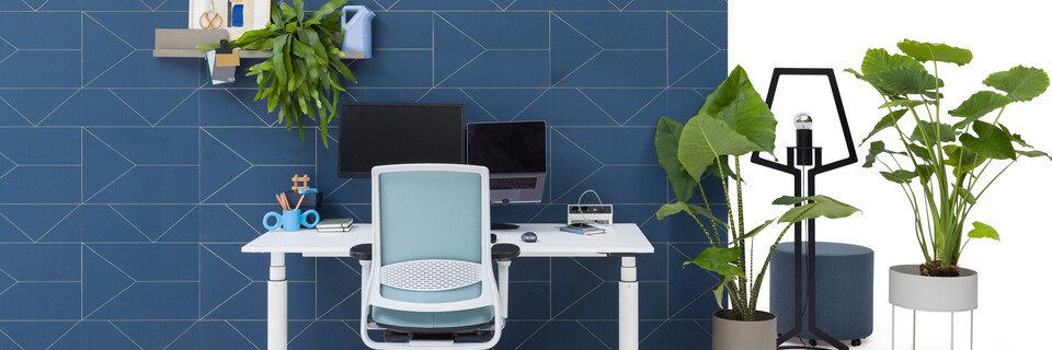 Gispen TM workstation in white with white tabletop and green upholstered grey Zinn office chair in front of blue backpanel front view