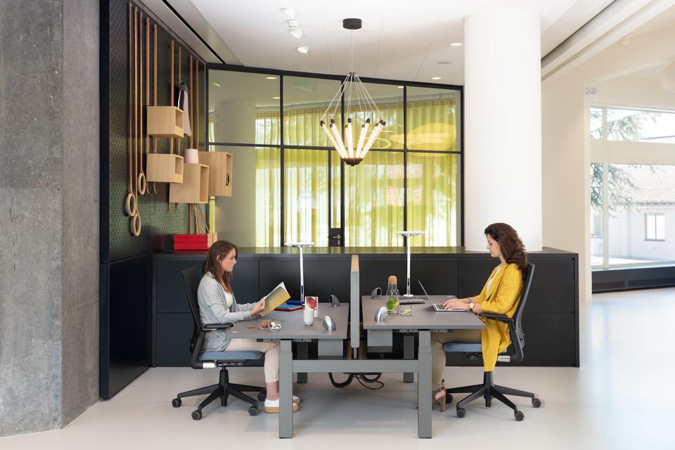 Royal Ahrend Comfort workstation in showroom Sint Oedenrode 07