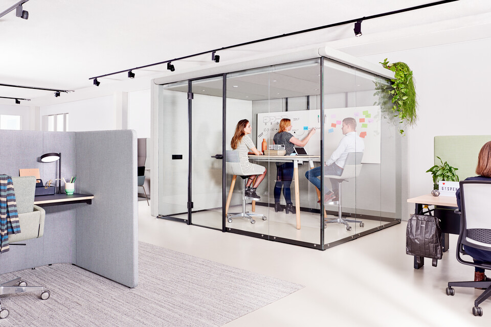 Gispen sfeer vergaderruimte thema kantoor zorg onderwijs