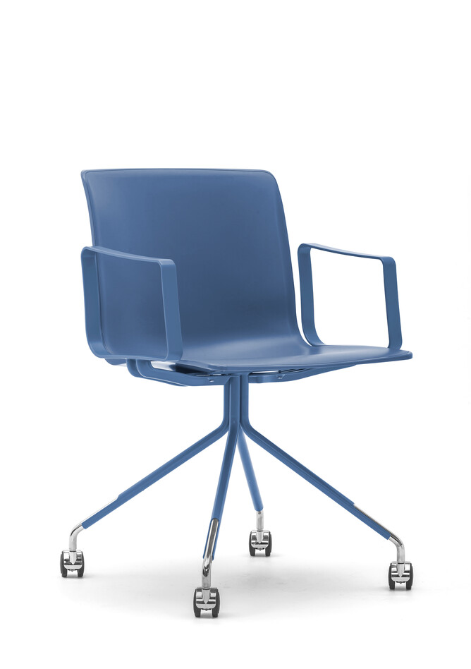 Gispen Nomi Work chair with 111 blue RAL 5014 frame with armrests on wheels and blue shell front left view