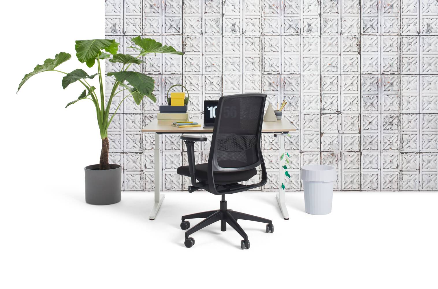 Gispen Home office HVM desk in white with oak tabletop and black Zinn Smart 20 office chair with 4D armrests and brooklyn tins wall front view