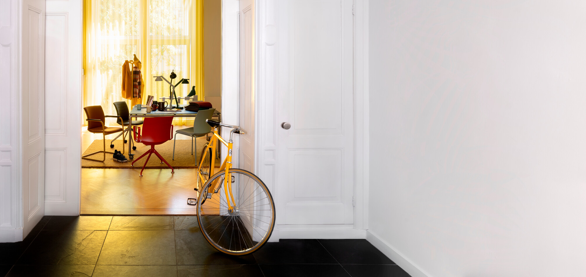 Royal Ahrend Well chairs with yellow bike at Kvadrat store in Amsterdam DSF3216B
