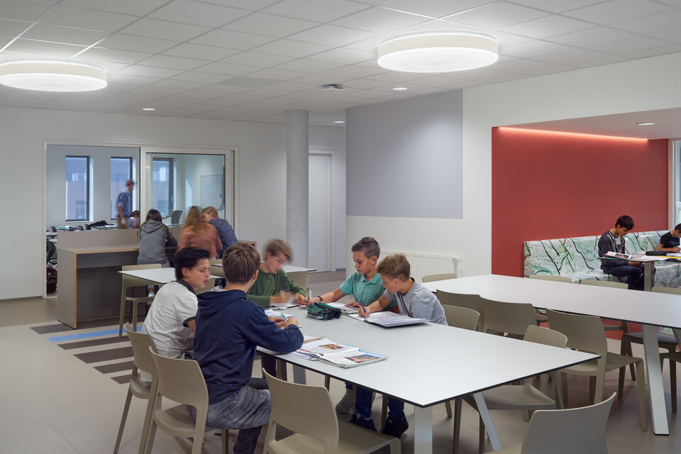 Royal Ahrend education project 2College Jozefmavo in Tilburg GVBF050