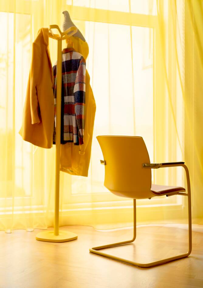 Royal Ahrend Well cantilever chair in yellow at Kvadrat store in Amsterdam L1000640