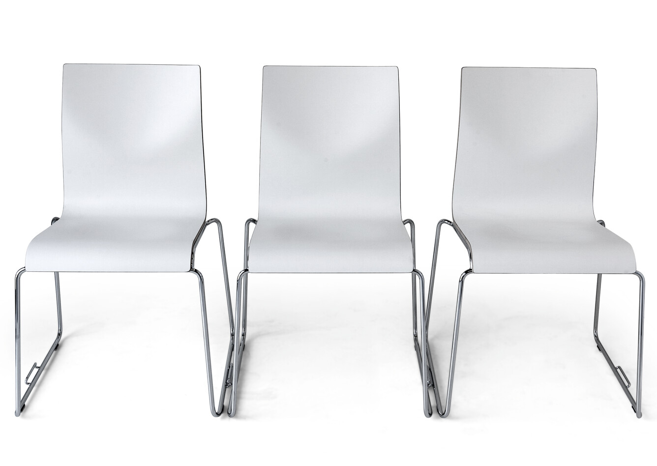 Royal Ahrend 370 wireframe chairs coupled with chrome legs and shell in white front view