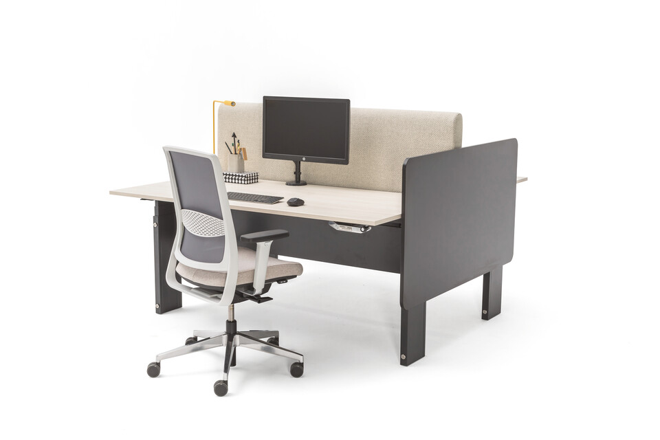 Gispen Cimo dual table with anthracite frame and black wooden cover right with beech light chipboard tabletops and grey upholstered screen straight rounded thick with grey Zinn office chair front right view