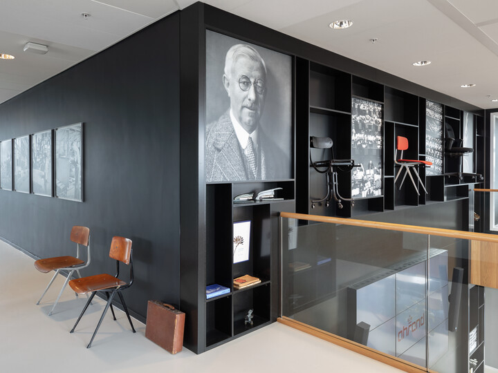 Royal Ahrend Inspiration Centre in Amsterdam 058