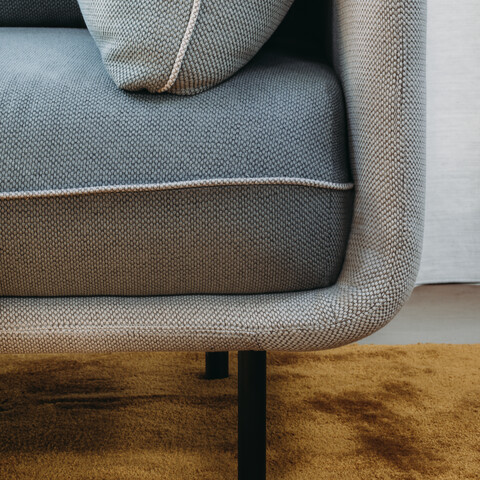 Royal Ahrend Embrace sofa upholstered in grey at HofmanDurjandin office in Diemen EB025