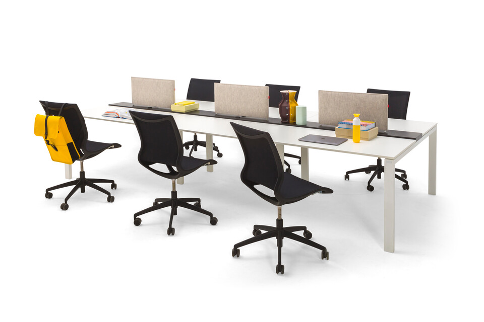 Gispen IC bench in white with black Turn chairs and offwhite tablescreens front right view