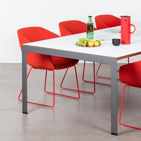 Royal Ahrend Delta table in grey with grey tabletop with red Hesta chairs front left view