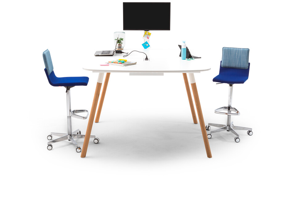Gispen TEAM Wood round high conference table with oak legs and white frame and tabletop with blue Triennial Work High chairs right side view