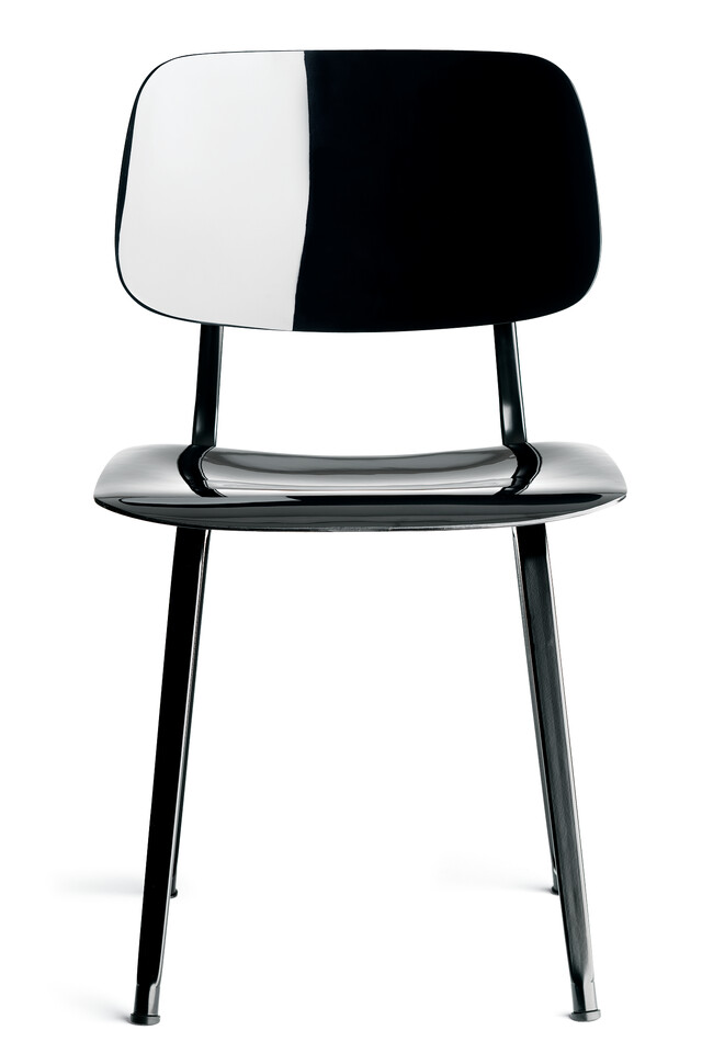 Royal Ahrend Revolt chair in black with shine right front view