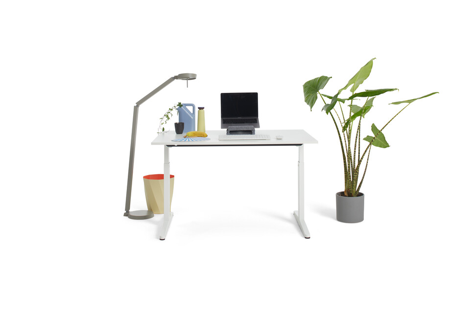 Gispen Home office HI desk in white with white tabletop and styling front view