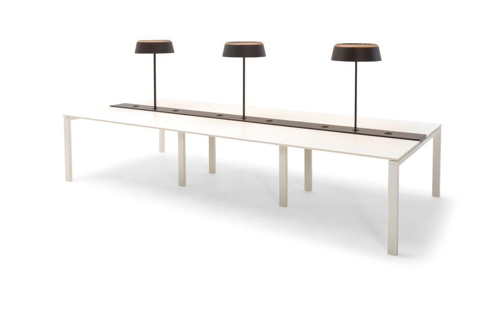 Gispen IC bench in white and Ring T1 tablelamp front right view