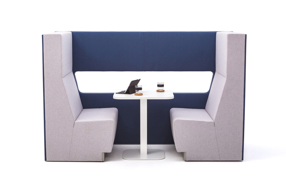 Gispen MultiLounge alcove setup with blue connecting wall and pink grey seating with white KOLM Column square table and tablet side view