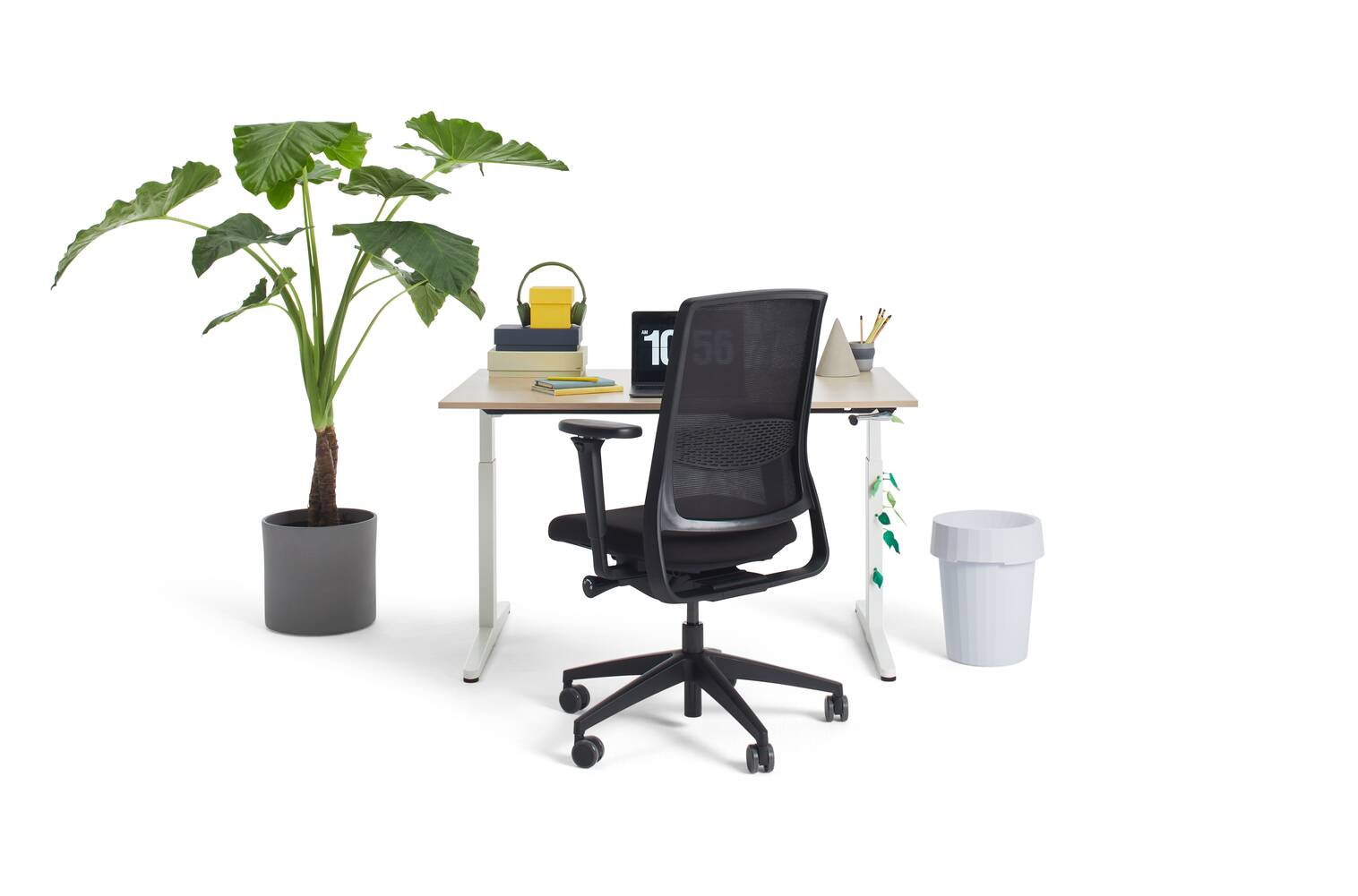 Gispen Home office HVM desk in white with oak tabletop and black Zinn Smart 20 office chair with 4D armrests and styling front view