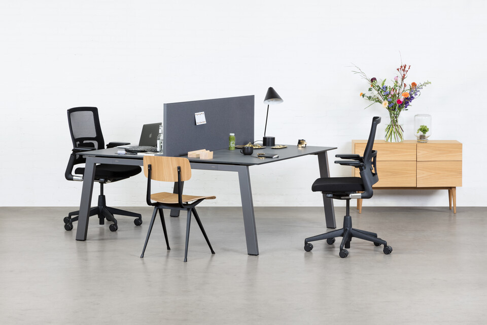 Royal Ahrend Balance 4 leg dual workstation in anthracite with charcoal tops and grey screen with black 2020 office chairs and Result chair front left view