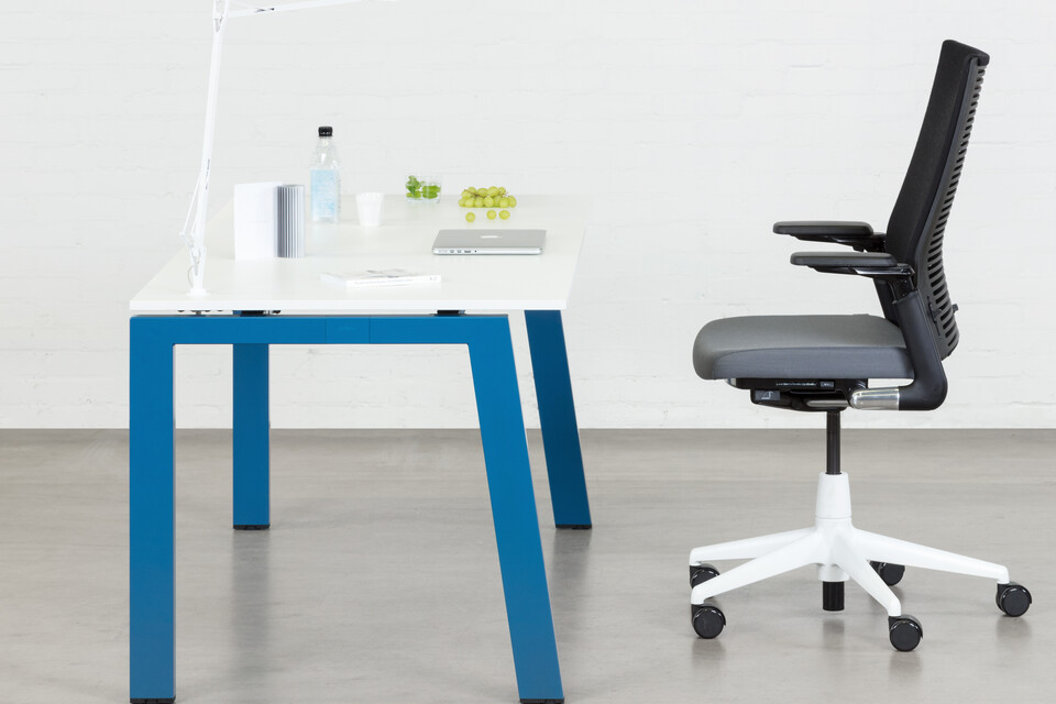 Royal Ahrend Balance 4 leg hybrid workstation in blue with white top and grey 2020 office chair with white base left side view