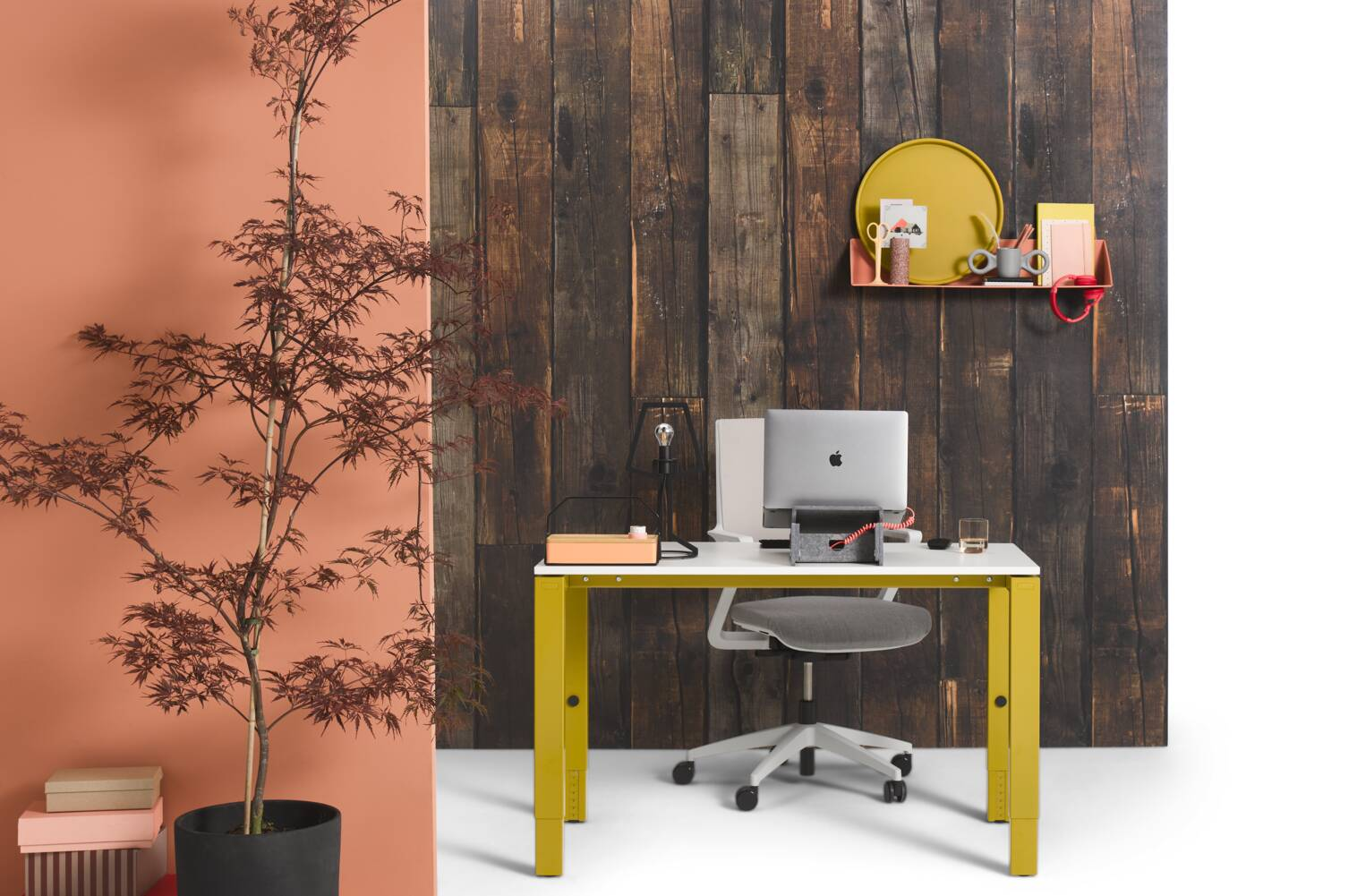 Gispen IC workstation in yellow with white tabletop and grey upholstered Zinn Multi chair in front of dark wooden backpanel rear view