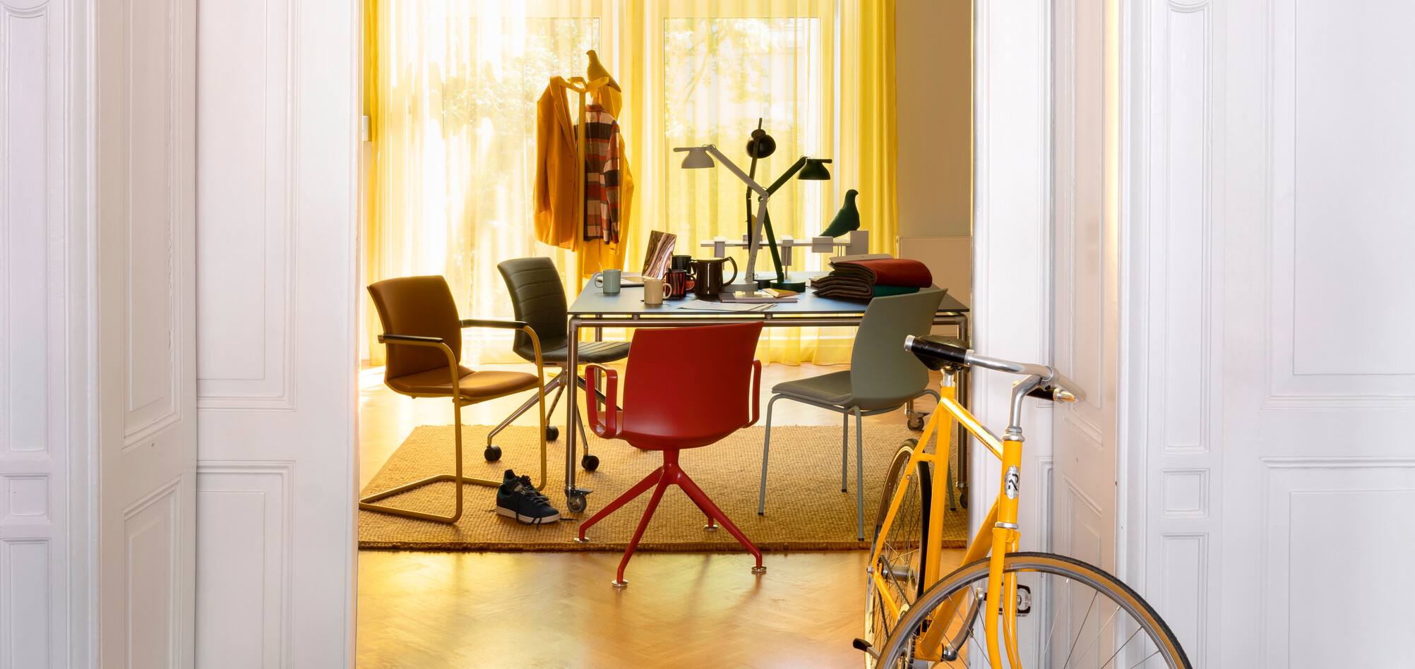 Royal Ahrend Well chairs with yellow bike at Kvadrat store in Amsterdam DSF3216