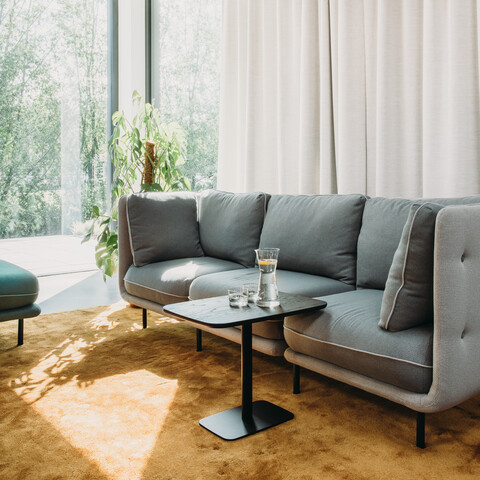 Royal Ahrend Embrace sofa upholstered in grey and 1 seater in green at HofmanDurjandin office in Diemen EB023