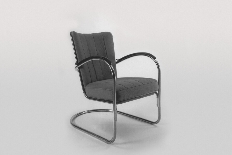 Gispen 412 armchair in black and white front left view