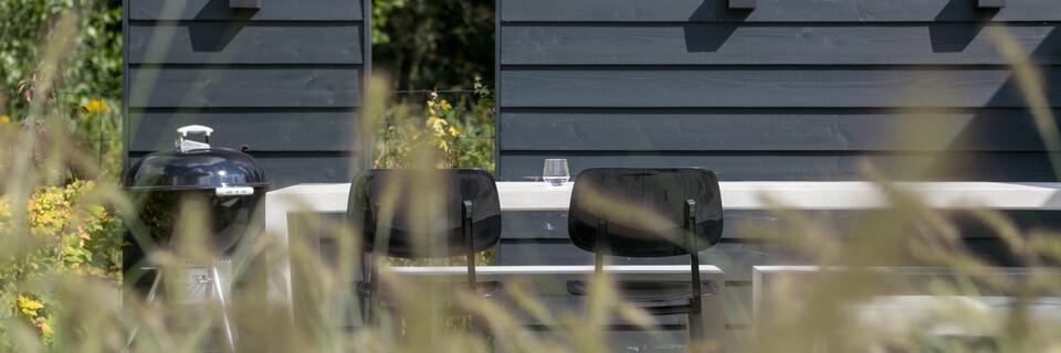Royal Ahrend Revolt chairs in black in garden at Stijnstijl in Rosmalen 0809