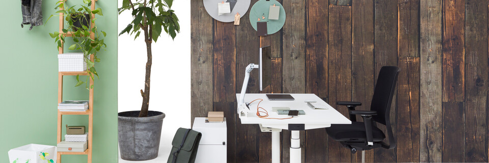 Gispen TM workstation in white with white tabletop and black upholstered black Zinn office chair in front of brown wooden backpanel left side view