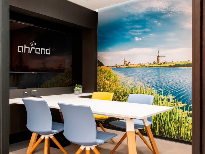Royal Ahrend Showroom in Dubai 6077