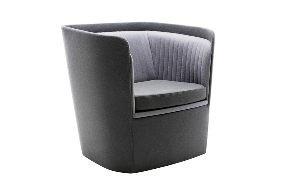Gispen TST low armchair with seat in Divina 3 171 and back in Divina 3 181 front left view