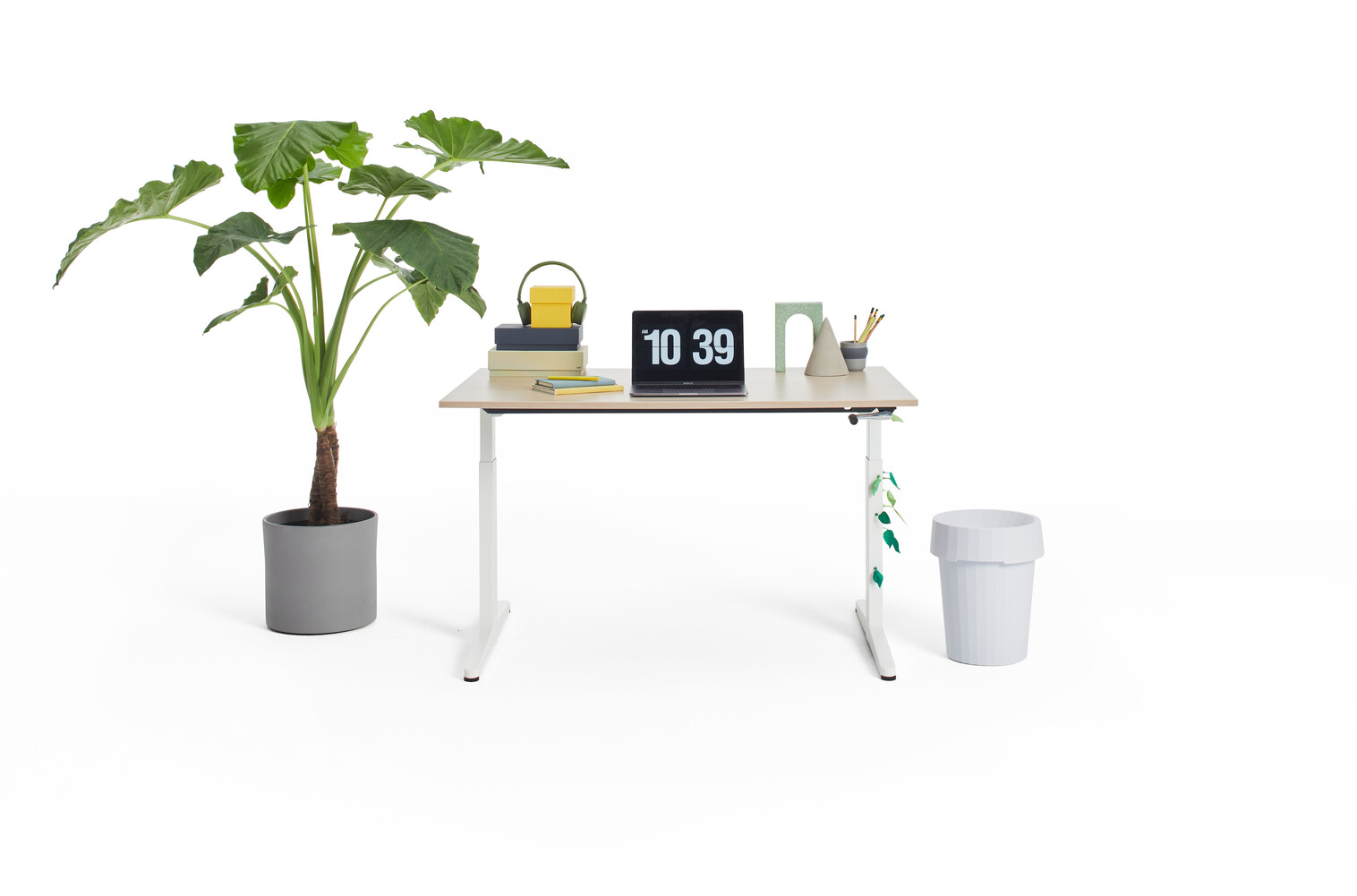 Gispen Home office HVM desk in white with oak tabletop and styling front view