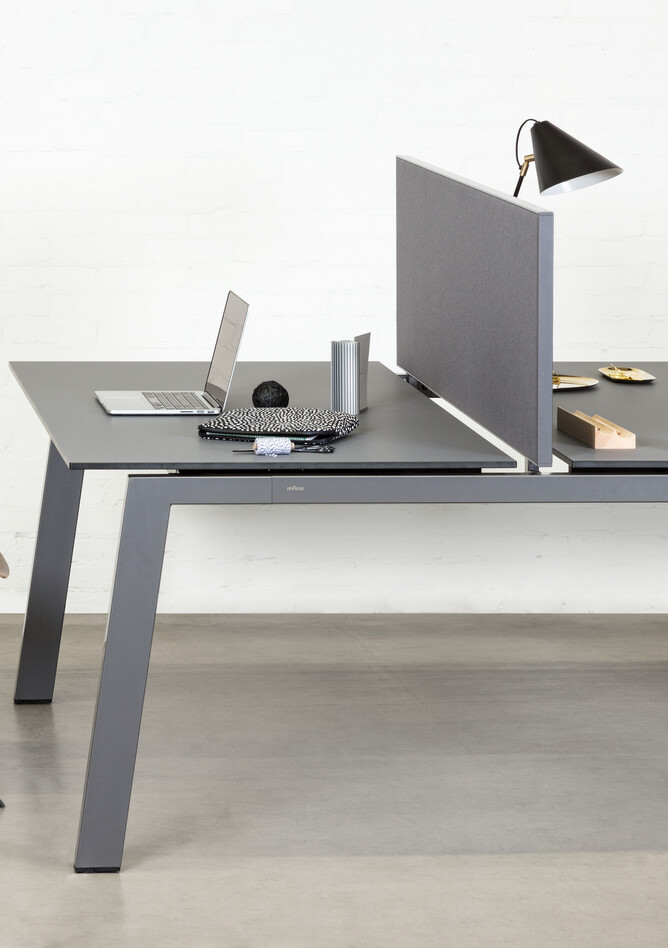 Royal Ahrend Balance 4 leg dual workstation in anthracite with charcoal tops and grey screen with Result chair right side detail view