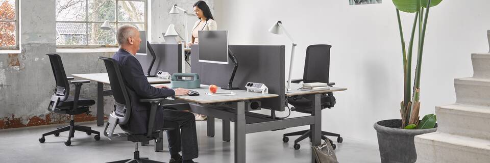 Ahrend Balance four back workstations with Ease office chairs and models in a Hybrid working community setting