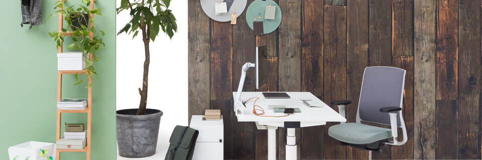 Gispen TM workstation in white with white tabletop and green upholstered grey Zinn office chair in front of brown wooden backpanel left side view